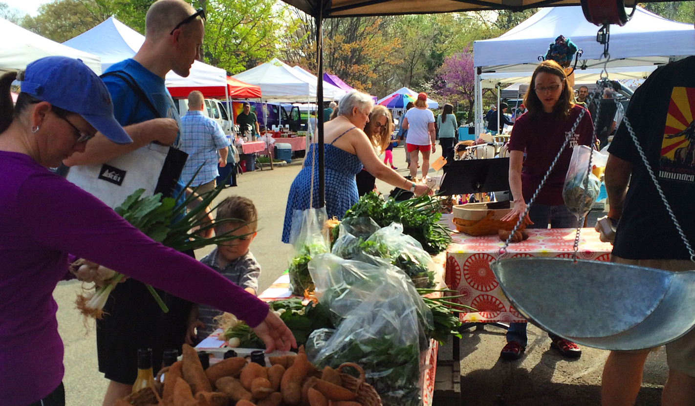 Year Nine for our market :: Farmers market returns to the great outdoors